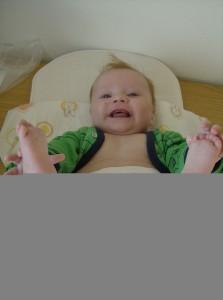 Kom og hør om zoneterapi til babyer - Lærke smiler