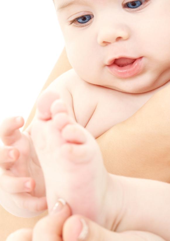 baby in mother hands, baby zoneterapi, Babyzoneterapi