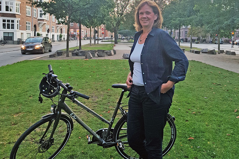 Helle Munk er Københavns eneste cyklende babyzoneterapeut