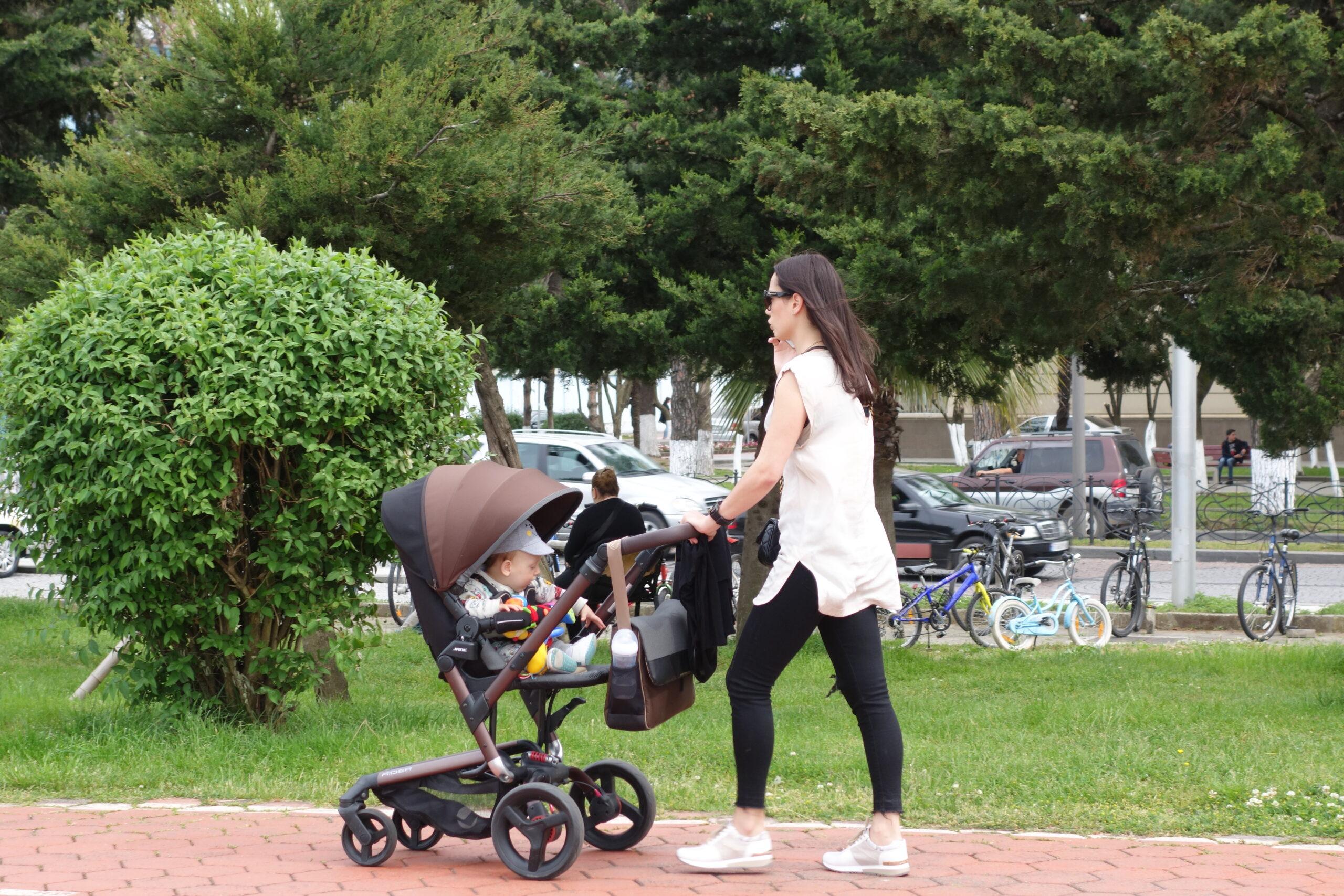 Vil du og din baby med mig rundt på en walk and talk?